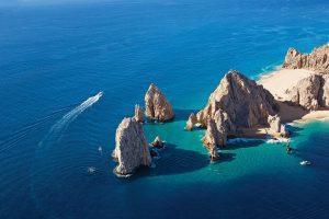 En Los Cabos puedes pescar, bucear y conocer el arte local